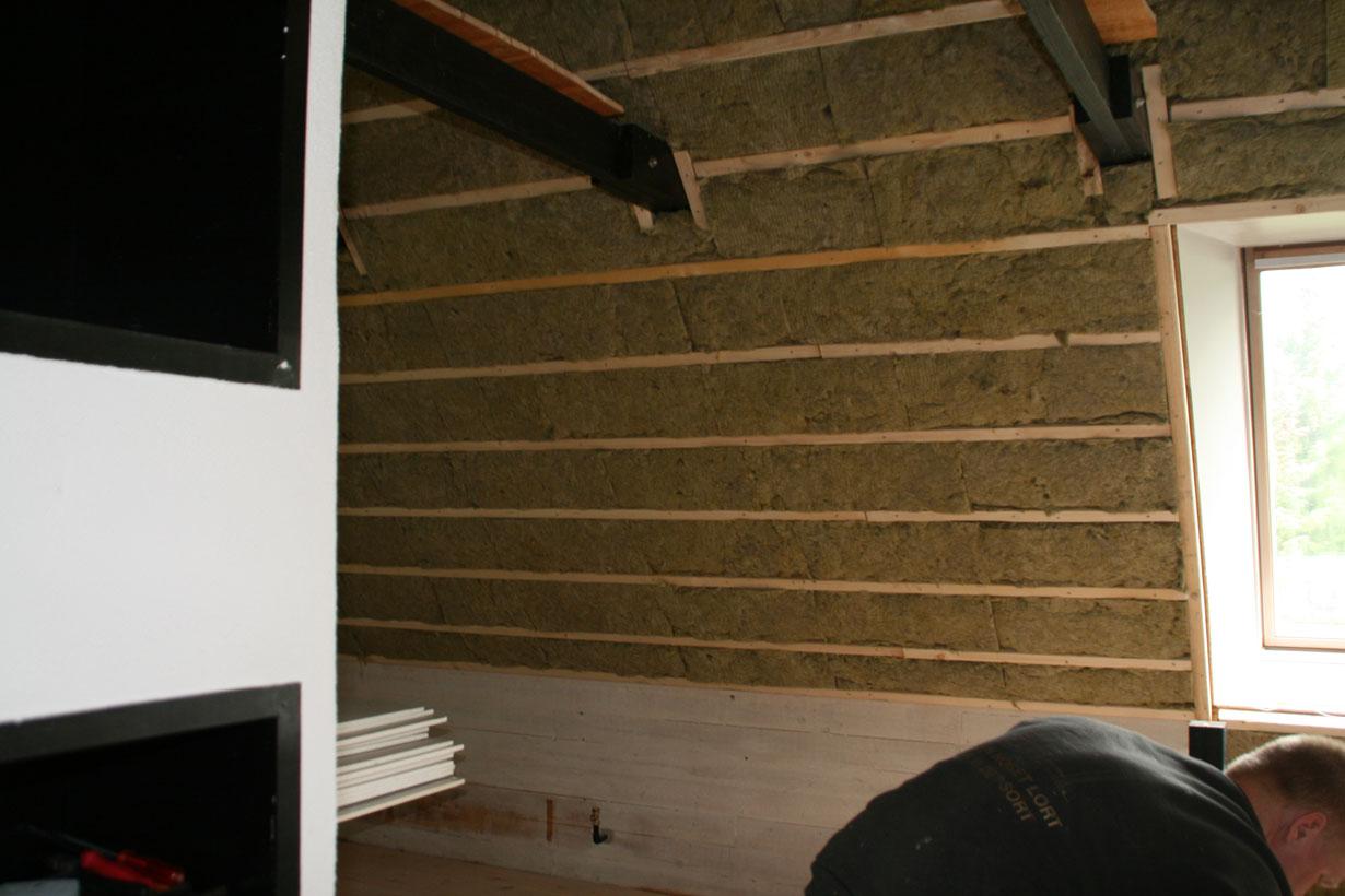 Isolering af loft til kip – Cykelhjelm med led lys